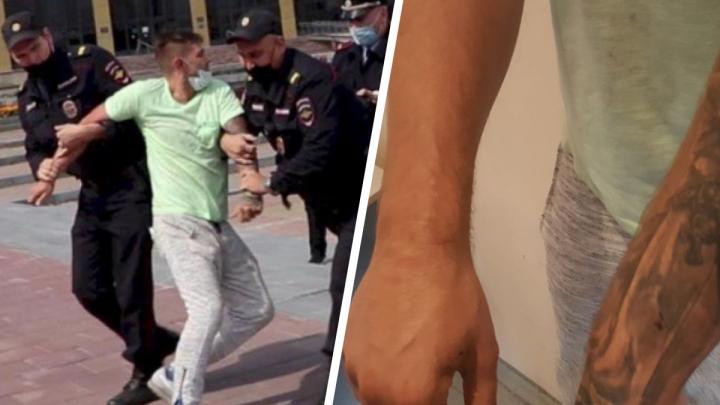 «Кровотечение было, и даже воды не давали»: уралец — о задержании за пикет в поддержку Хабаровска
