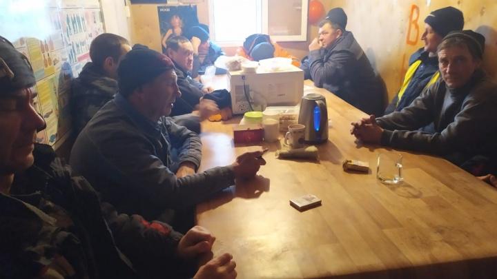 «Замерзаю в летней куртке»: в Волгограде начали бастовать строители очистных сооружений на острове Голодном