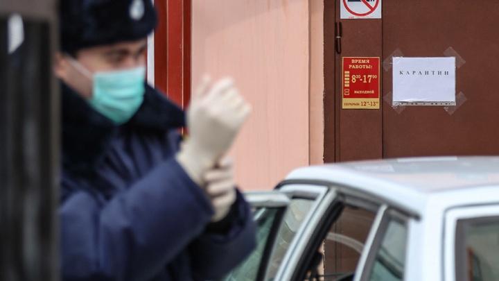 У сотрудников изолятора временного содержания нашли коронавирус. Задержанных увозят в другие учреждения