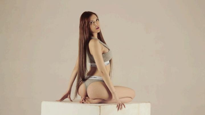 19-летняя сибирячка решила попасть на обложку журнала MAXIM — публикуем 5 фото красавицы