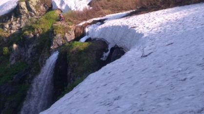 «Оступился на водопаде»: следователи рассказали подробности о гибели красноярца в Приисковом