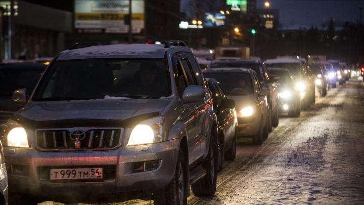 Пробка с 7 утра: на улице Сибиряков-Гвардейцев трамваи попали в затор