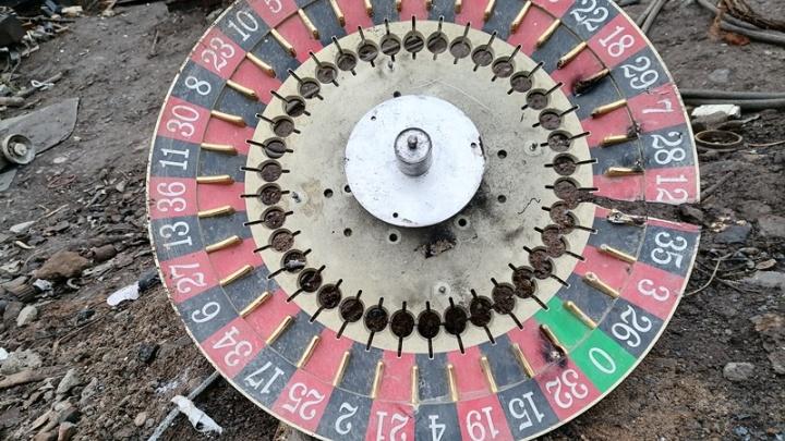 На полигоне в Перми уничтожили тысячу рулеток, «одноруких бандитов» и других игровых автоматов. Видео