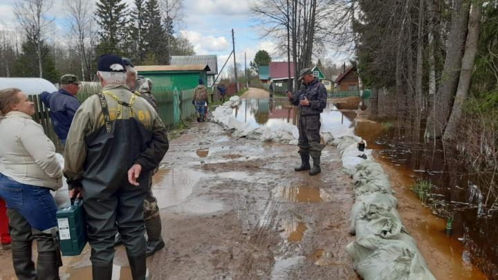 Паводок в Архангельской области идет на спад. Жителям затопленных территорий пообещали соцподдержку
