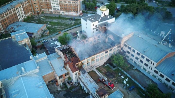 «Несущая стена вот-вот рухнет»: после сильного пожара ЦК «Орджоникидзевский» закрыли