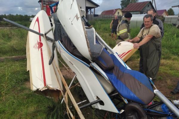 Во время жесткой посадки гидроплан завалился на одно крыло и ушел под воду