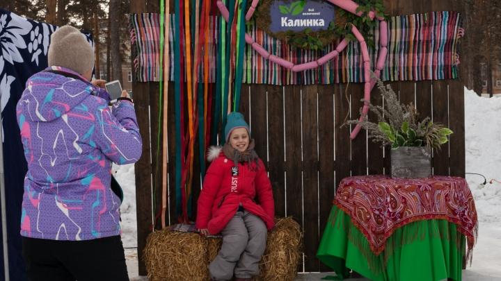 Хот-дог по-русски: на Масленицу «Калинка» угощала горожан фирменными сосисками в блинах
