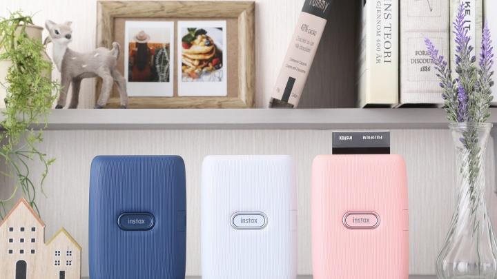 Обзор новинок Instax: японский бренд представил мобильный принтер и гибридный гаджет Instax mini LiPlay