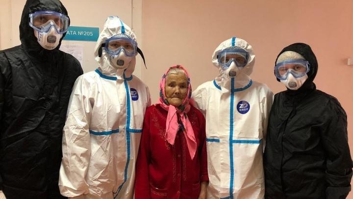 90-летняя жительница Красноярска победила коронавирус. Ее выписали из краевой больницы