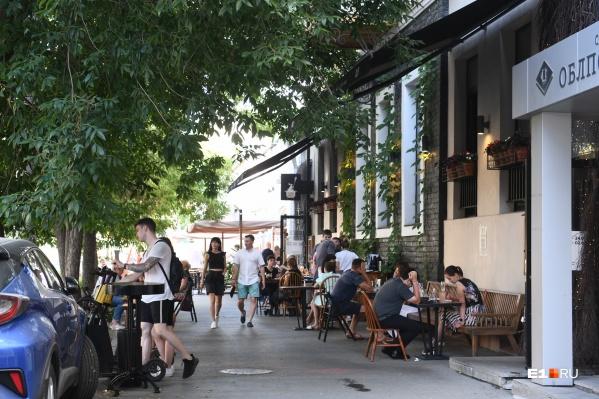 С сегодняшнего дня ресторанам разрешили открыть не только летние веранды
