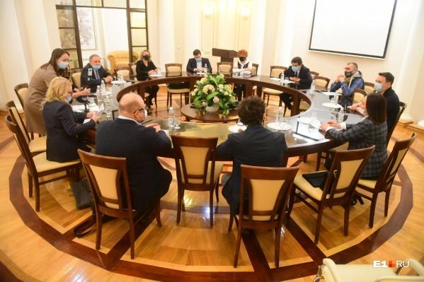 Бизнесмены встретились с мэром за круглым столом