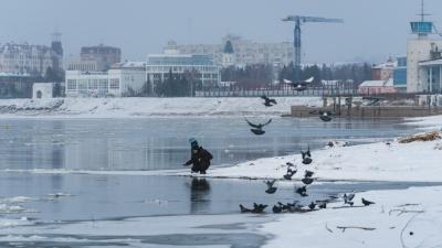 Посланники зимы: на Иртыше появились первые льдины