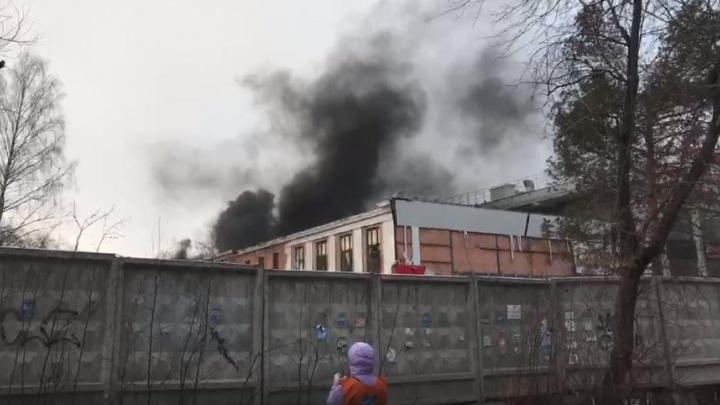 В Краснокамске из горящего торгово-делового центра эвакуировали 8 человек