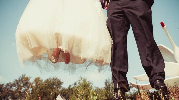 В роддом со свадьбы: курьёзные случаи от тех, кто работает на торжествах в Омске