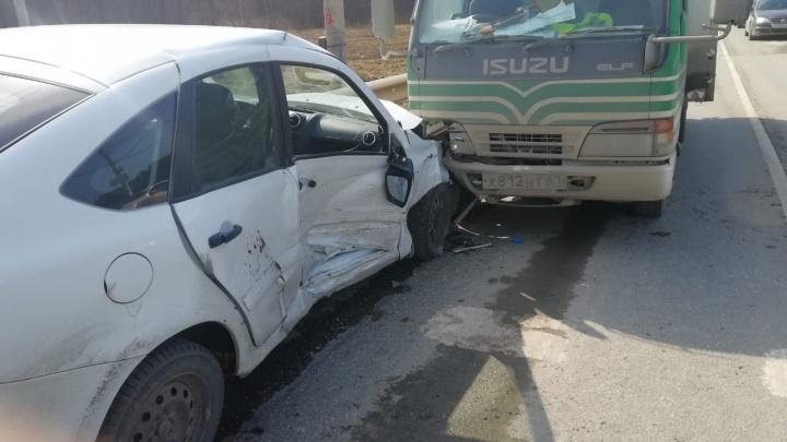 В Екатеринбурге на пустой дороге случилось массовое ДТП с пострадавшими