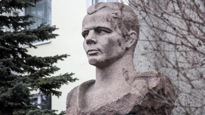 В Архангельске отремонтируют памятник Юрию Гагарину