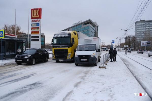 Всё в снегу, кругом аварии — как в таких условиях ездить под камерами?