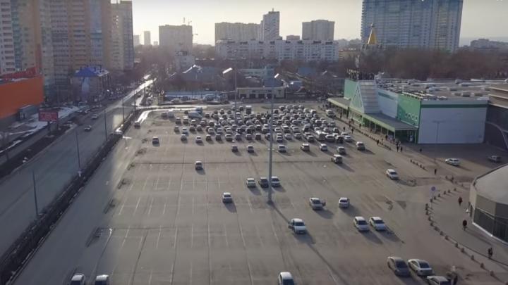 Взялись за ремонт: самарский видеоблогер снял с высоты парковку около ТЦ «Космопорт»