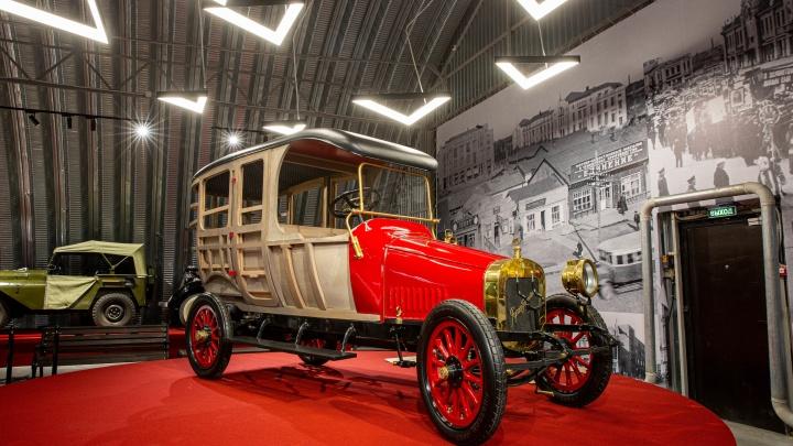 17 снимков из нового огромного музея ретротехники: там есть авто, за которое предлагают 120 миллионов