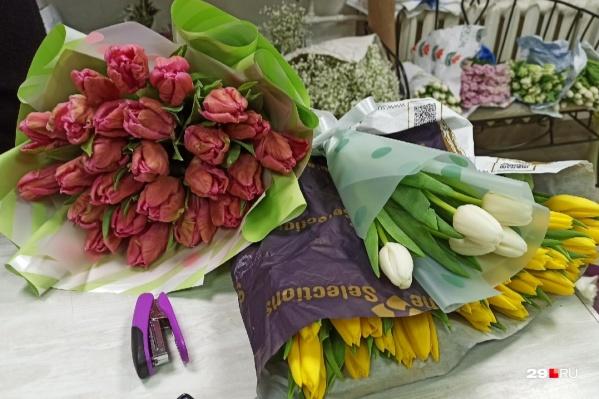 Тюльпаны бывают совершенно разными — как по цвету, так и по цене. Выбирайте цветы с 29.RU!