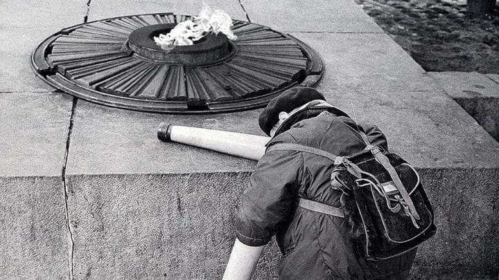 Что известно об истории знаменитой работы уральского фотографа, которая гуляет по соцсетям