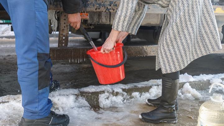 «Снимаем однушку, чтобы искупаться и постирать белье»: дачный массив на севере Волгограда оставили без воды до Нового года