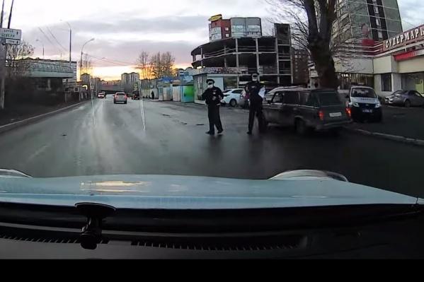 Гаишники оштрафовали водителя за нарушение, которого тот не совершал