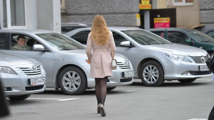 Екатеринбургская больница заказала авто бизнес-класса, чтобы возить медиков к пациентам с COVID-19