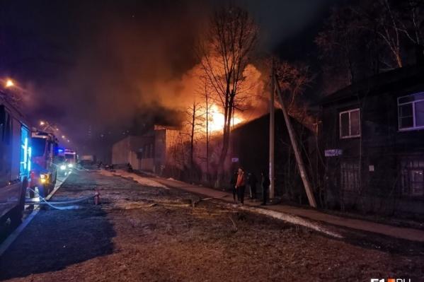 В МЧС назвали позднее обнаружение пожара одной из причин гибели семи человек