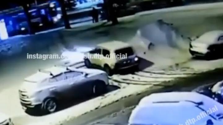 В Уфе автолюбитель проехался на машине по лестнице, очевидец сняли видео