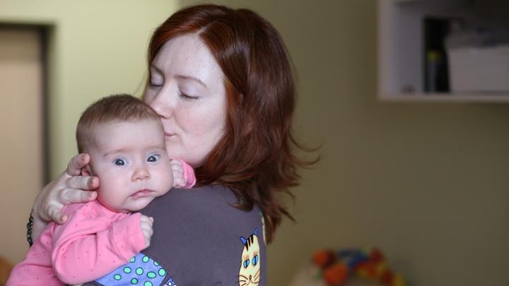 История крошки Софии с болезнью, при которой дети перестают есть и дышать. Её спасет укол за 145 млн рублей