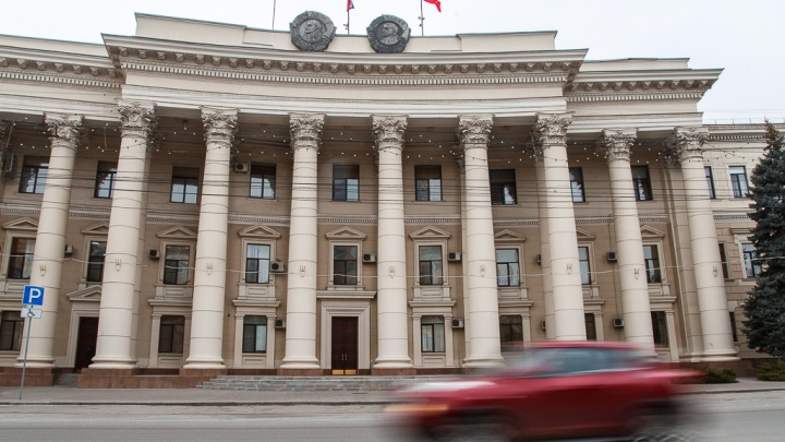 Депутаты готовятся выходить в онлайн: в Волгограде облдума закупает кондиционеры за 435 тысяч рублей
