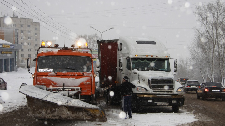 На границе Башкирии и Татарстана ограничили движение. Все из-за сильной метели