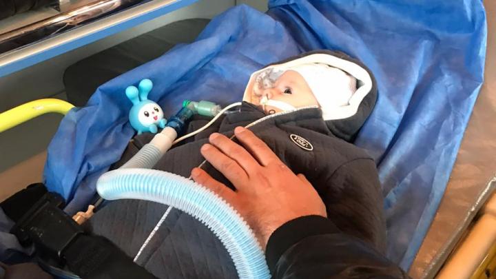 Двухмесячного Мишу из Екатеринбурга, которого спасет самый дорогой укол в мире, отключили от аппарата ИВЛ