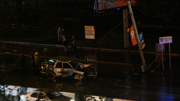 22-летняя девушка погибла в ДТП на Красном проспекте — джип «Шевроле Тахо» врезался в столб