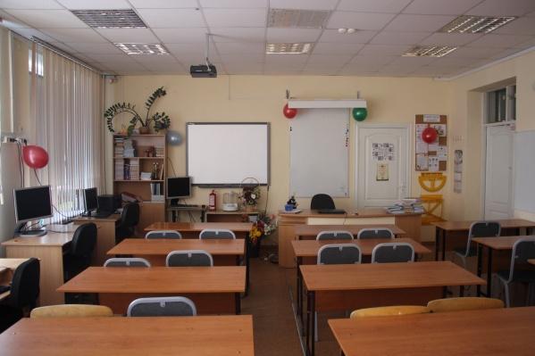 Школьным классам придется еще немного побыть пустыми
