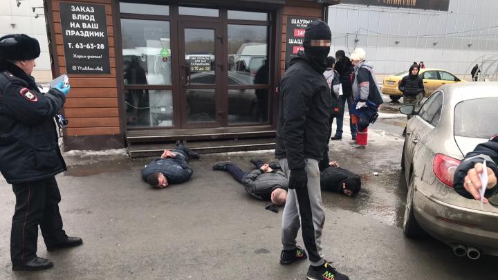 Очевидцы сообщили о перестрелке у «Континента»: задержаны три человека