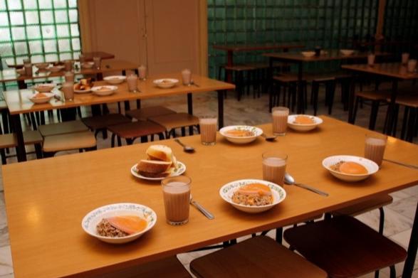 Родителям школьников пообещали начислять по 10 рублей в день на карту за питание в столовой