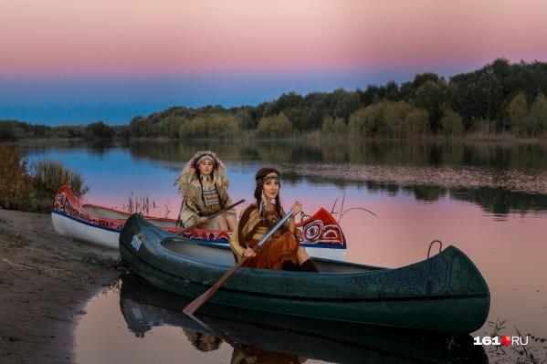 Спуск по реке в национальных костюмах