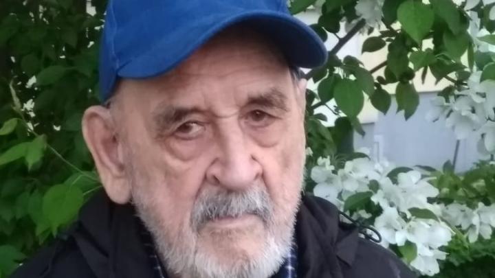 В Екатеринбурге пропал 89-летний однорукий дедушка. Он был в тапочках и с палочкой