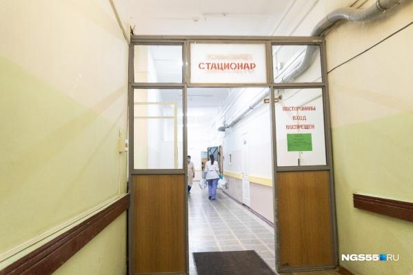 Возвращение к обычной работе связано с тем, что число пациентов с коронавирусом снижается