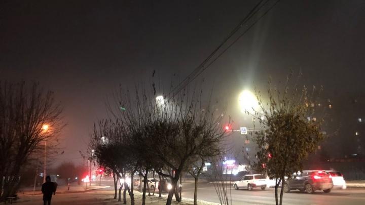 «Вам скажут, что это туман»: сравниваем, как отличаются замеры воздуха у волонтеров и ученых от официальных