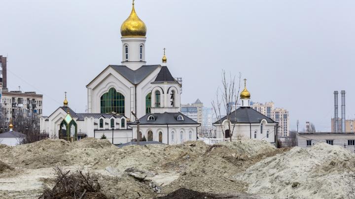 В Волгограде вновь загорелась трава у храма Сергия Радонежского