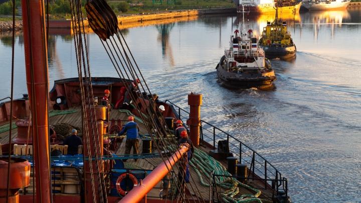 Вертолёт сел на судно: красота морского порта в фоторепортаже с борта «Михаила Сомова»