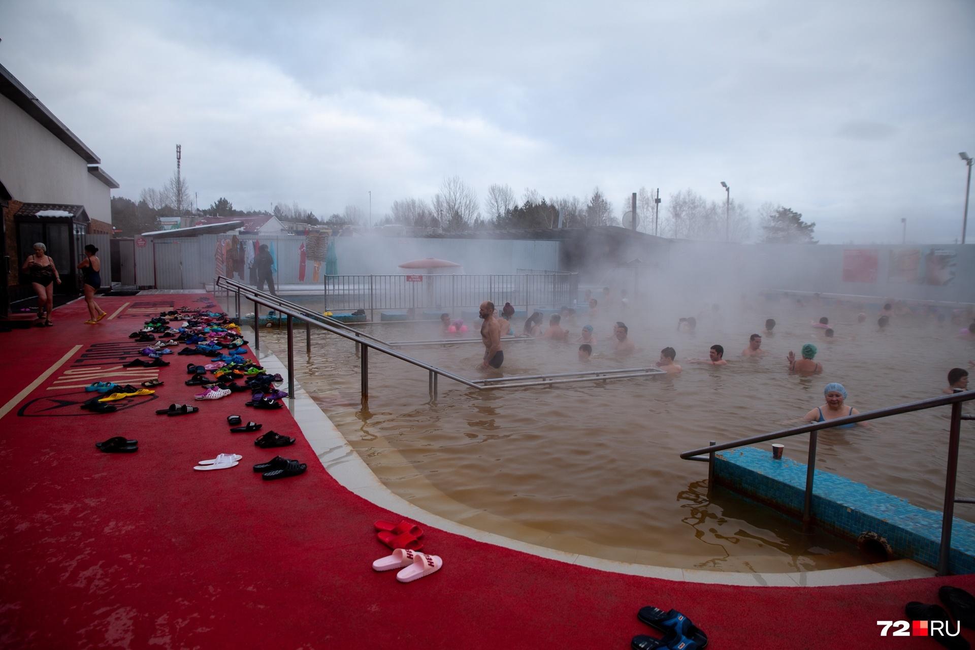 Горячие источники пока тюменцы используют по прямому назначению, в них так приятно купаться в холодное время года