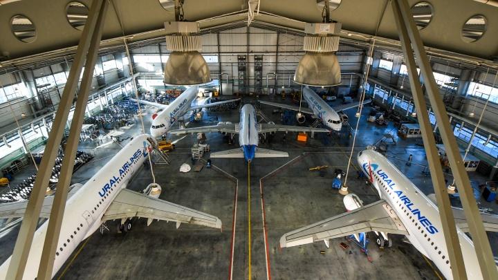 Гараж на пять Airbus: репортаж из ангара, где ремонтируют самолеты «Уральских авиалиний»