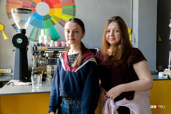 Екатерине Скрипкиной 26 лет, а Юлии Нелаевой — 28. Они открыли кофейню вместе