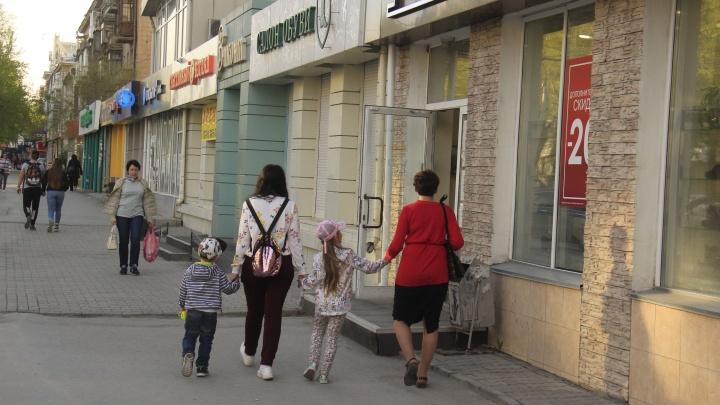 Город оживает: в Новосибирске потихоньку открываются магазины и торговые центры — чем они рискуют?