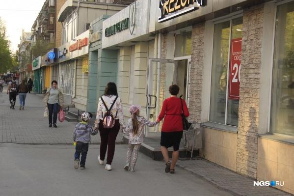 На проспекте Маркса уже работает не меньше пяти магазинов обуви