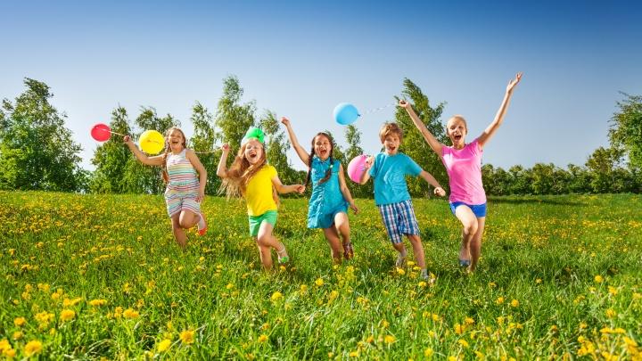 Сделать лето счастливым: чем занять ребенка, пока он на каникулах